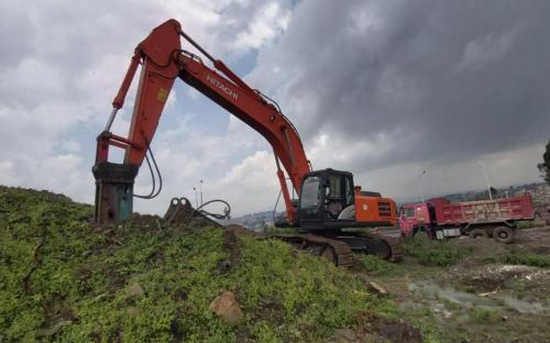 Hitachi Excavator with Jack hummer for rent Biniyam Taye Machinery Rental